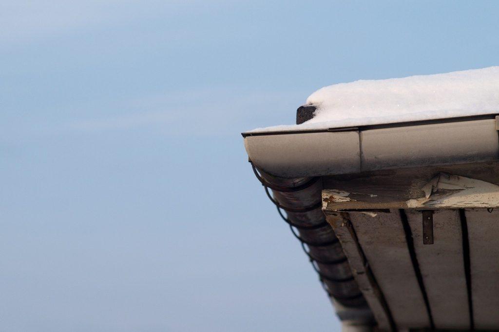 Jak zabezpieczyć budowę przed mrozem i śniegiem?