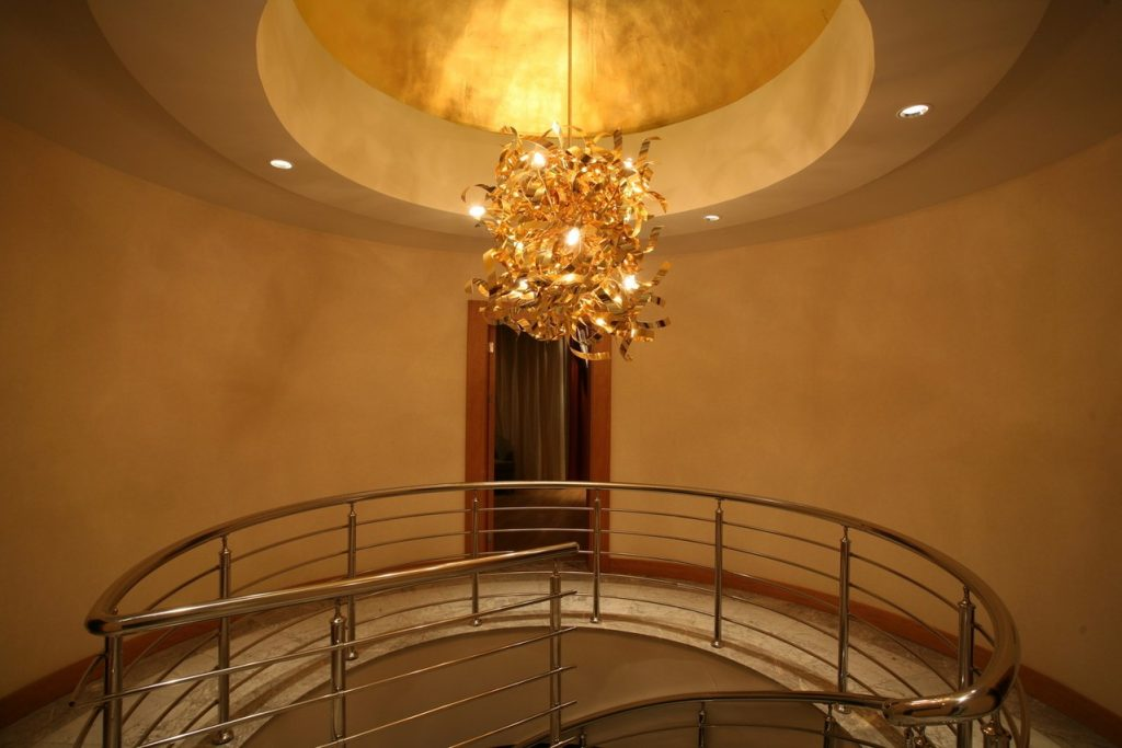 Jakie oświetlenie salonu będzie najlepsze?